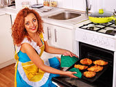 Woman bake cookies — Stock Photo