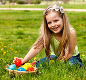Child find easter egg outdoor. — Stock Photo