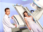 Patient  in x-ray room looking at doctor. — Stock Photo