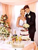 Skupina lidí na svatební stůl. — Stock fotografie