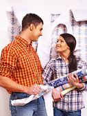Family glues wallpaper at home. — Stock Photo