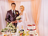 Wedding couple at wedding table. — Stock Photo