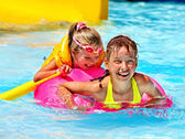 Children in life jacket in swimming pool. — Stock Photo
