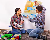 Family glues wallpaper at home. — Stock Photo
