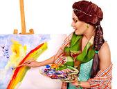 Female artist at work. — Zdjęcie stockowe