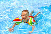 Child with armbands in swimming pool. — Stock Photo