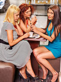 Group people drinking coffee at cafeteria. — Stock Photo