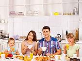 Rodina snídat. — Stock fotografie