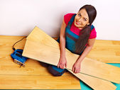 Builder woman with floor planks — Stock Photo