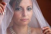 Beslöjade bruden — Stockfoto