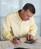 Senior man preparing USA tax form 1040 for 2012 — Stock Photo