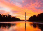 Brilliant sunrise over reflecting pool DC — Stock Photo