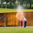 Man and girl washing wall at Vietnam memorial — Stockfoto