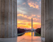 Brilliant sunrise over reflecting pool DC — Stockfoto