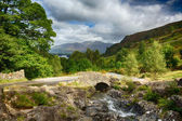Ashness ponte sul piccolo ruscello nel lake district — Foto Stock