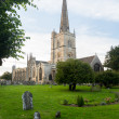 Church and graveyard in Burford — 图库照片