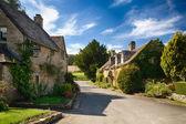 Oude cotswold stenen huizen in icomb — Stockfoto