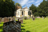 Church and graveyard in Honington Cotswolds — Stock Photo