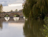 Newbridge over River Thames ancient bridge — Stock Photo