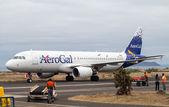 AeroGal airbus arrives in Baltra airport Galapagos — Stock Photo
