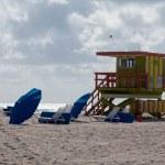 Yellow and green lifeguard station on Miami beach — Stock Photo