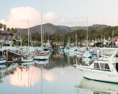 Expensive homes and boats ventura — Stock Photo