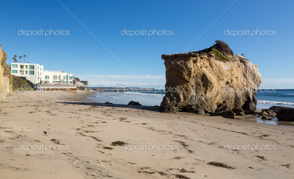 Rock formation by ocean on El Matador State Beach Malibu California — Stock Photo #18356653