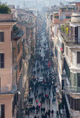 Shoppers crowd Via Condotti in Rome — Stock Photo
