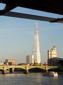 The Shard towering over River Thames London — Stock Photo