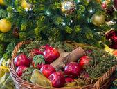 Gold and red decorations on xmas tree — Zdjęcie stockowe