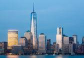 Skyline of Lower Manhattan at night — Stock Photo