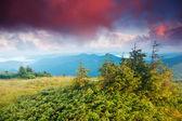 Solnedgång i berg landskap — Stockfoto