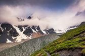 Prados alpinos com céu dramático — Fotografia Stock