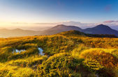 Majestic sunset in the mountains landscape. — Стоковое фото