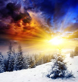 Sunset in the winter mountains landscape. — Stock Photo
