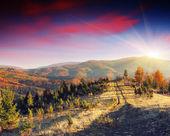 Coucher de soleil dans les montagnes d'automne — Photo