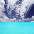 Clouds and turquoise ocean — Stock Photo