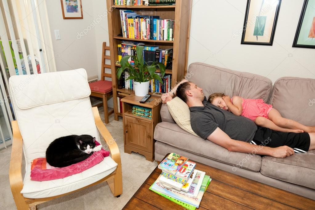 Father and daughter napping on the sofa. — Stock Photo #13511189