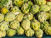 Organic artichokes — Stock Photo