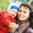 Mother and child boy outdoors — Stockfoto