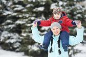 мать с сыном мальчик ребенка зимой — Стоковое фото