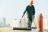 Azotea, cubriendo la reparación trabaja con asfaltado — Foto de Stock