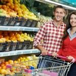 familia en comida compras en supermercado — Foto de Stock