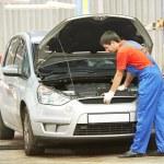 Repairman auto mechanic at work — Stock Photo