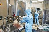 Ouvrier d'usine pharmaceutique — Photo
