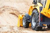 Cargador del excavador en trabajos de movimiento de tierra — Foto de Stock