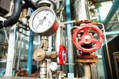 暖房システムのボイラー室の機器 — ストック写真