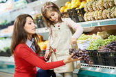Mother and girl shopping in supermarket — Stock Photo