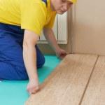 pracownica korek podłogi pracy — Zdjęcie stockowe