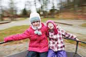 两个小笑孩子女孩上卡鲁塞尔 — 图库照片